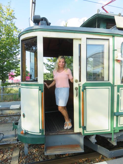 nostalgische Straßenbahn mit offener Tür