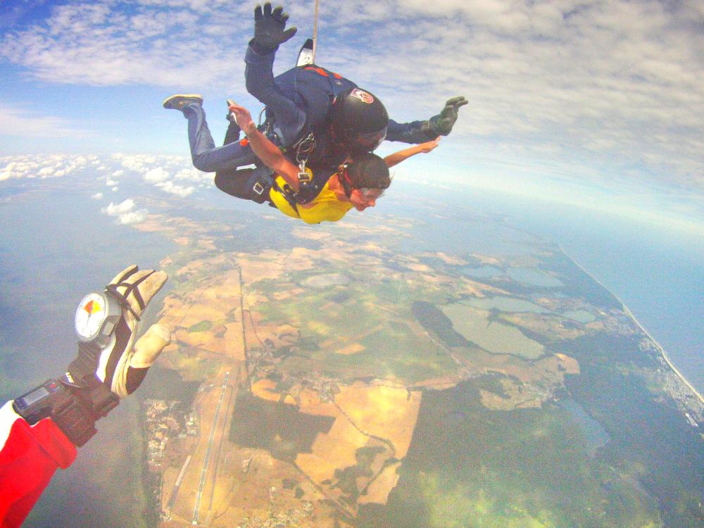 Weltforscher & Fallschirmlehrer über den Wolken